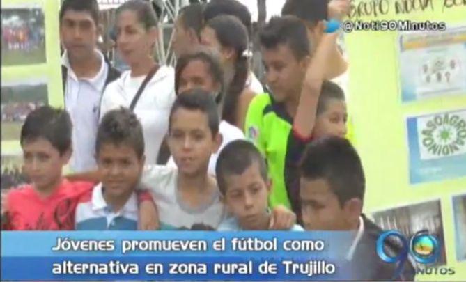 Pequeños 'James Rodriguez' de Trujillo que quieren ser cracks