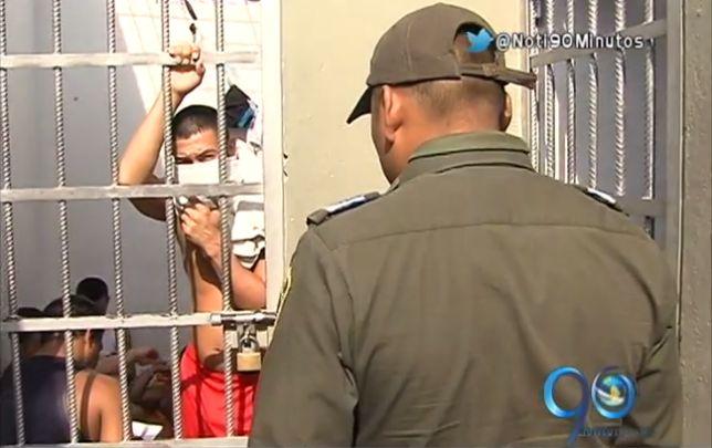 Propuestas para afrontar hacinamiento en estaciones y cárceles