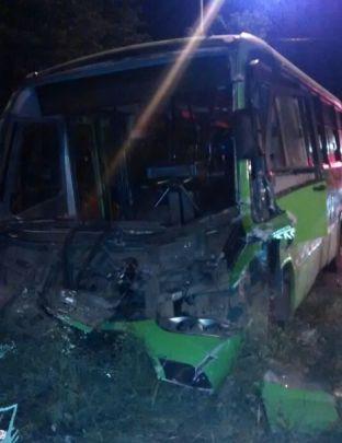 Alimentador del MÍO chocó a una volqueta: murió el conductor