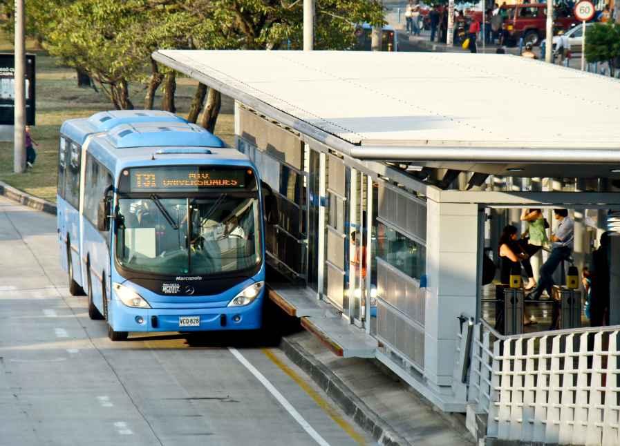 Accidente entre dos buses del Mío deja 27 personas heridas