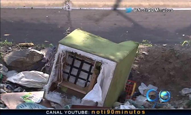 Emcali y Emas limpiaron basuras de canal de aguas en El Pondaje