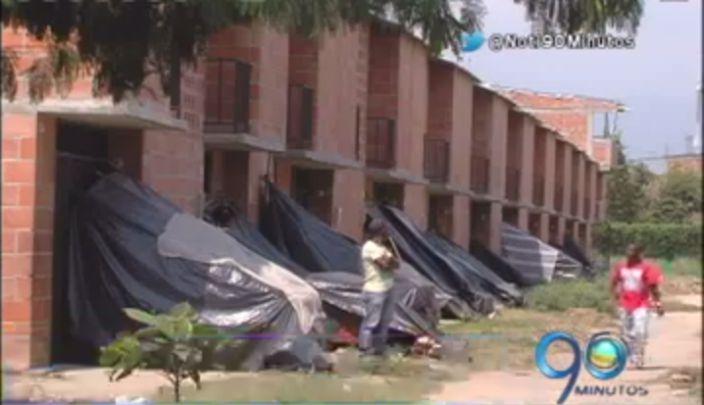 60 familias duermen en los andenes del Barrio Taller