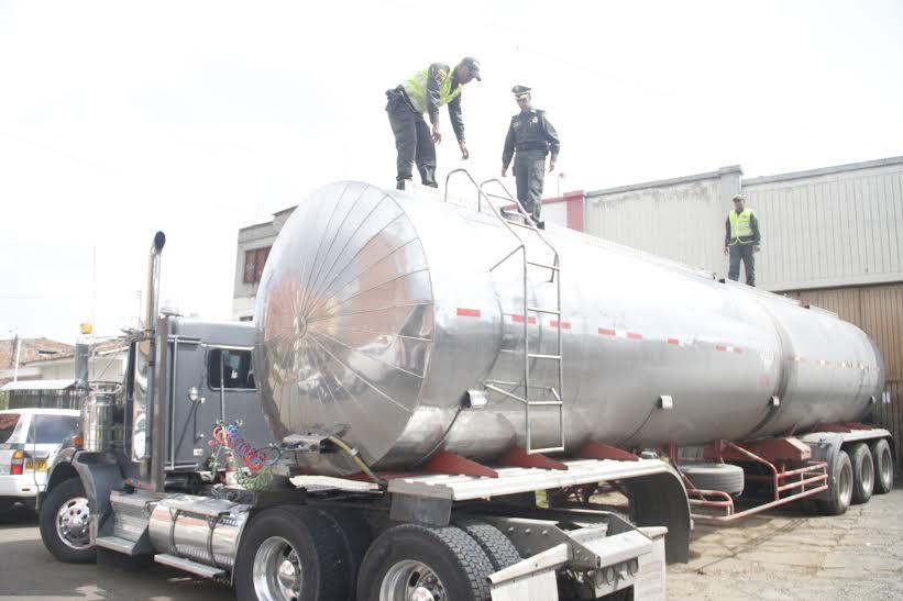 Autoridades incautan 130.000 galones de aceite ilegal en Cali