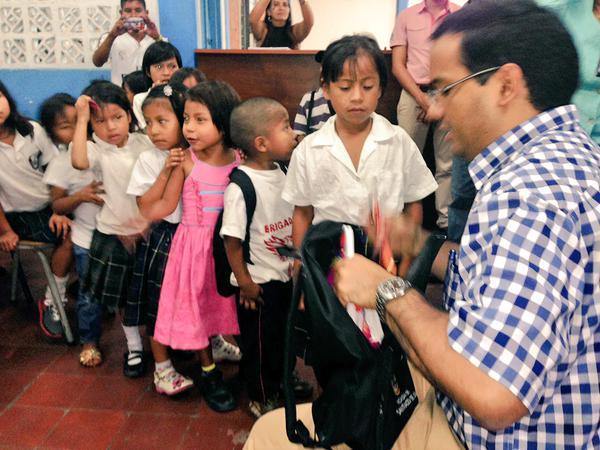 Niños embera katío reciben kits escolares y verán clases en su lengua natal