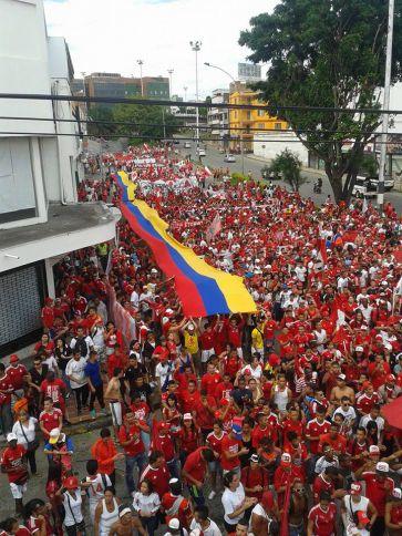 Hinchas rojos marcharon pidiendo la democratización de su equipo