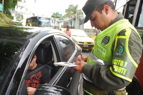 Uso del cinturón de seguridad trasero no es obligatorio