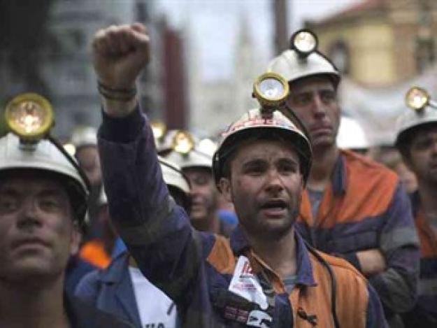 Mineros de once departamentos amanecen hoy en paro