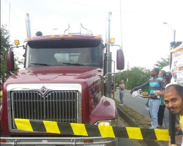 Jóvenes protestaron por posible peaje entre Cali y Jamundí