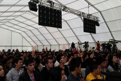 Estudiantes que se beneficiaron con 10 mil becas se reunieron en la primer feria 'Ser pilo paga'