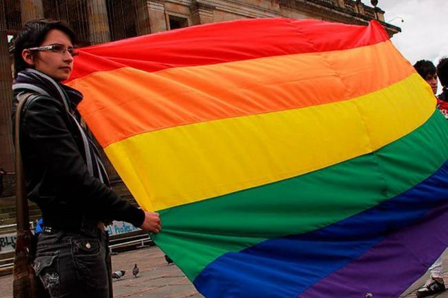 Corte Constitucional negó posibilidad de adopción igualitaria