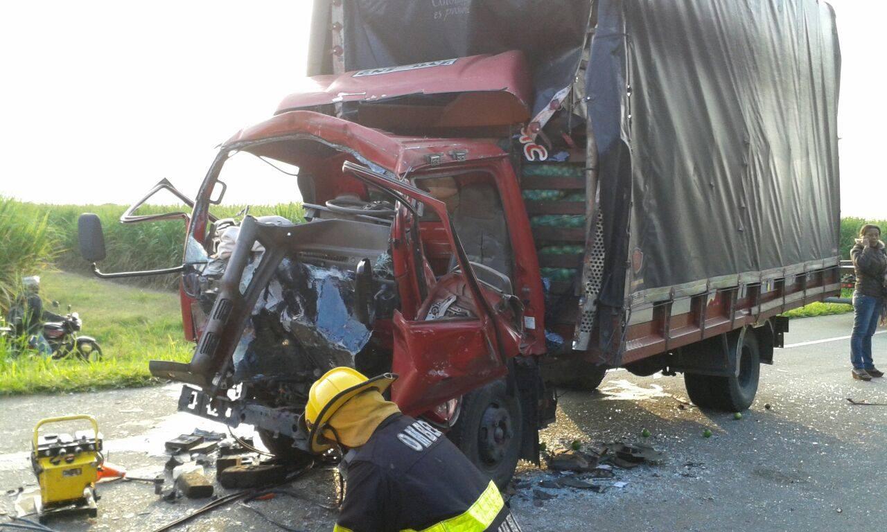 Accidente múltiple deja seis personas heridas