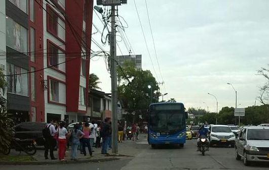 Un bus petroncal del Mío se incendió en el barrio Limonar