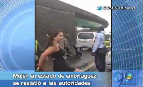 Joven ebria agredió a agentes de tránsito en Buenaventura