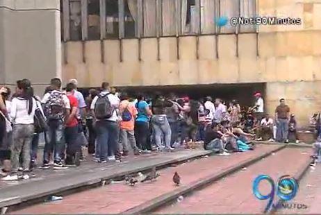 Los usuarios de la Oficina de Pasaportes siguen inconformes con las demoras