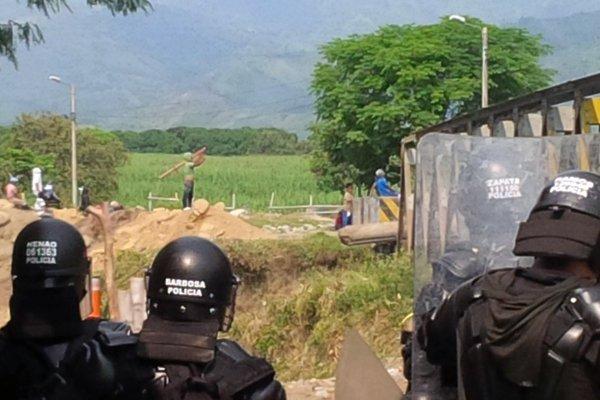 Se reactivan disturbios entre indígenas y Esmad en el Cauca