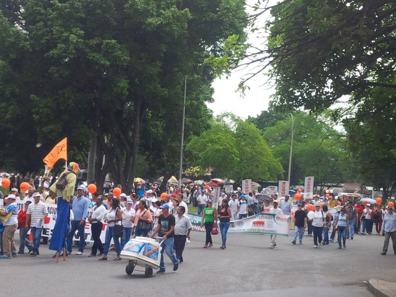 Dos marchas complicaron la movilidad en algunos sectores de Cali
