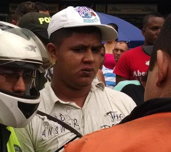 Conductor del Mío fue atacado por un vendedor ambulante