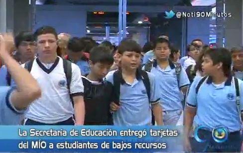 Secretaría de Educación entregó tarjetas del Mío a estudiantes