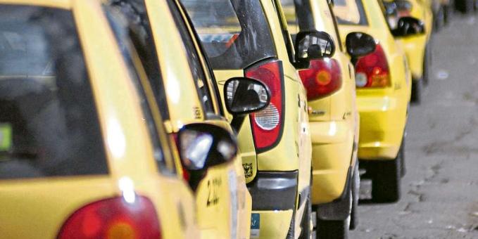 Taxistas cancelan paro programado para este lunes