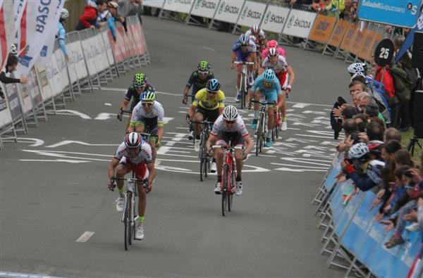 Sergio Henao se mantiene como líder de la Vuelta al País Vasco en cuatro etapas
