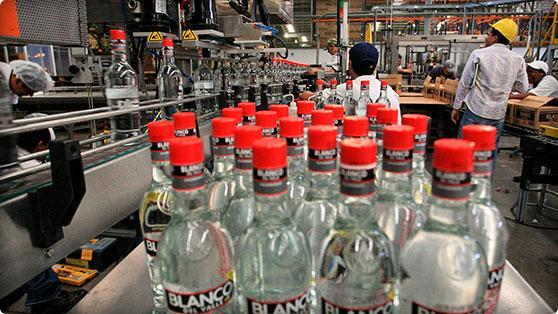 Más de 500 cajas con botellas de licor fueron robadas en la ILV