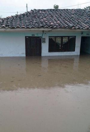 Evacuan familias en Villa Rica por inundaciones tras las lluvias