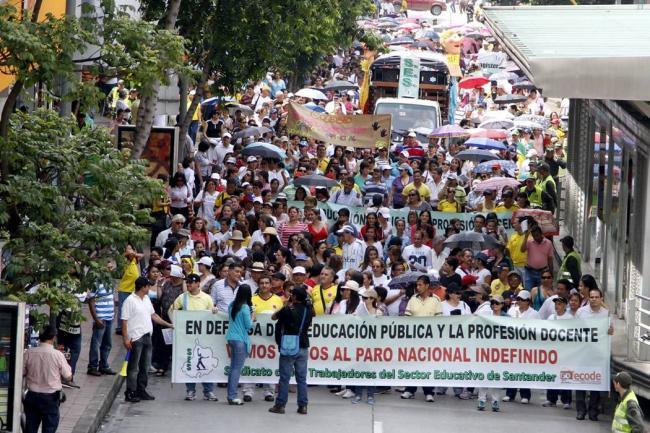 A paro indefinido se fueron los docentes en Colombia