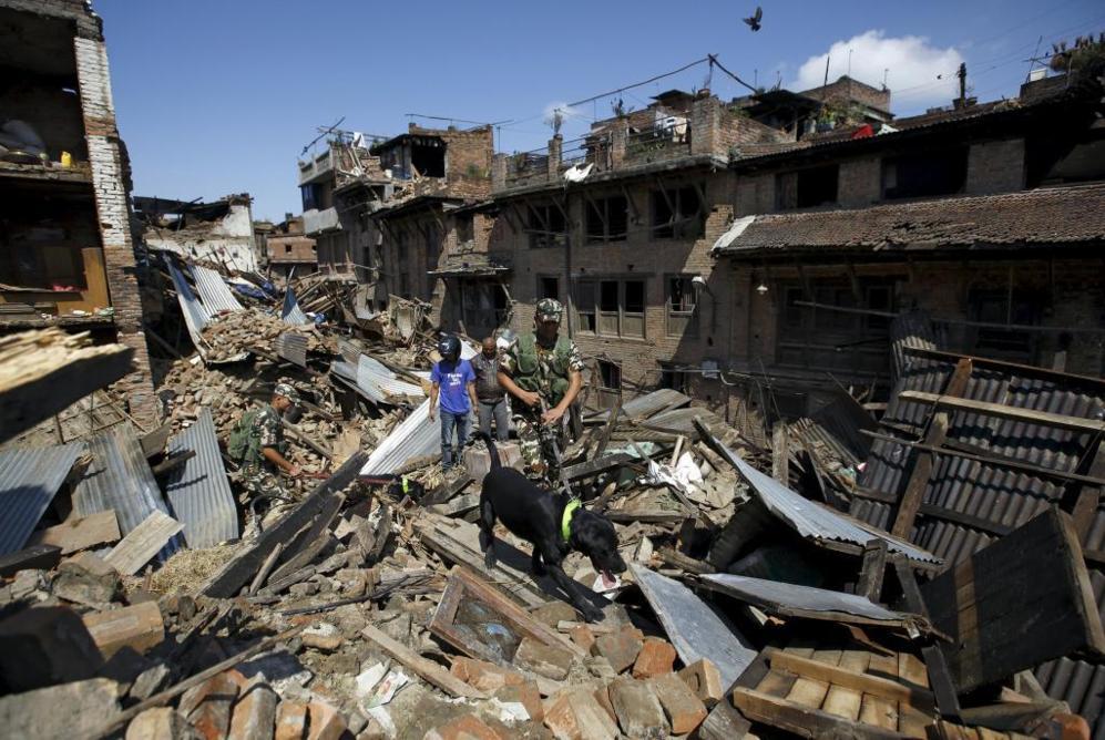 Un nuevo terremoto de 5,7 grados sacudió a Nepal