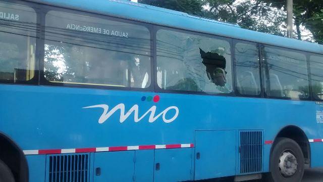 Video: así quedó bus del Mío tras ataque vandálico en el centro