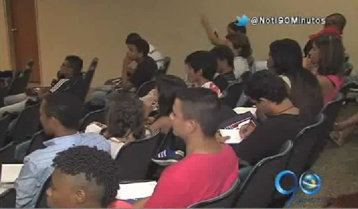 El ICBF apadrina los sueños de los 'Hijos del Estado' con educación