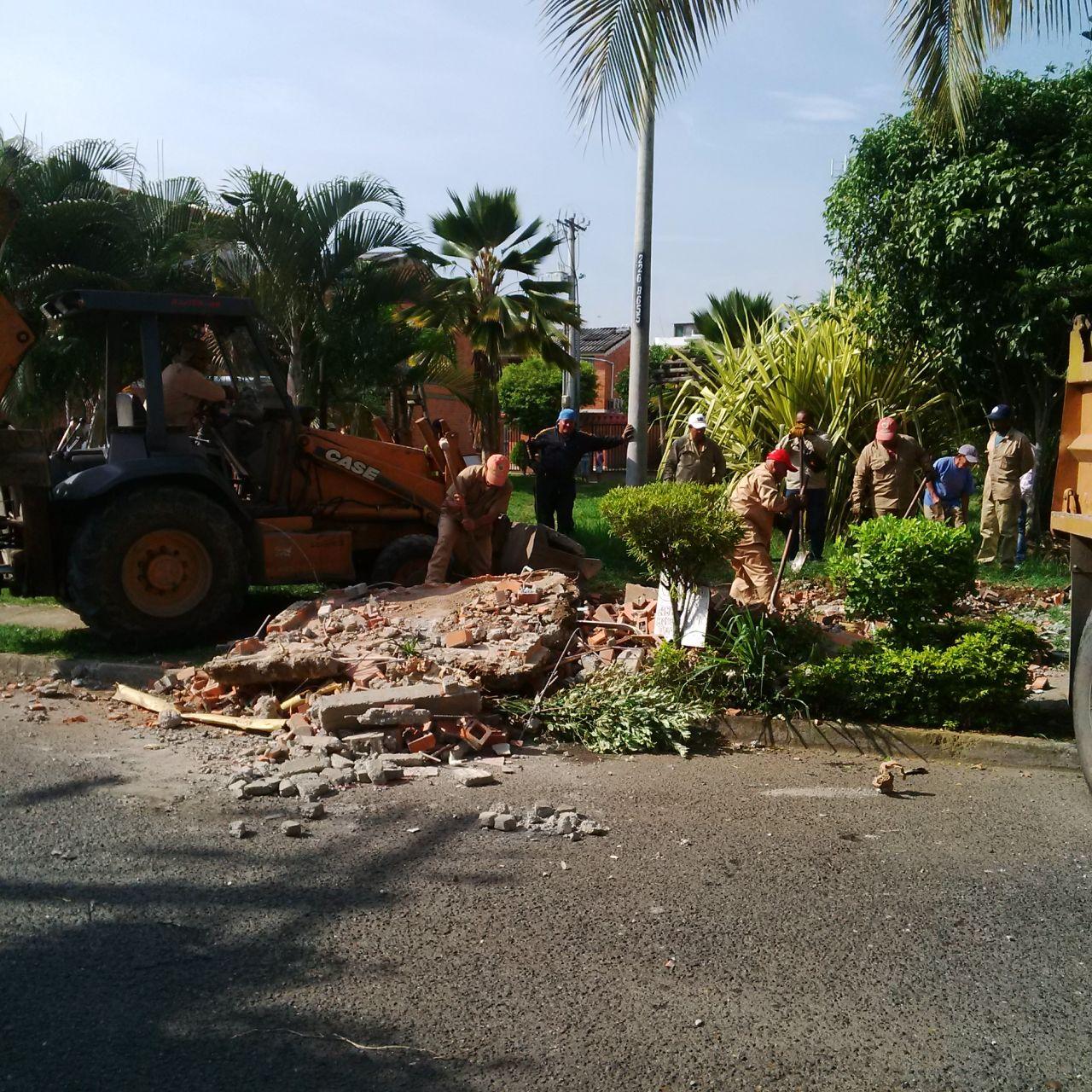 Continúa desmonte de casetas en el barrio El Caney