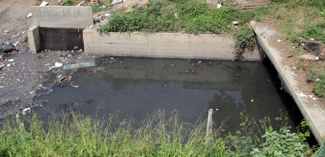 A diario, sumideros reciben más de cien toneladas de basura