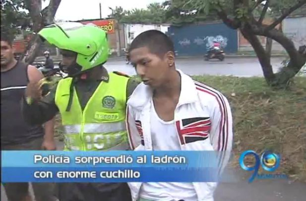 Policía capturó a un ladrón cuando atracaba con cuchillo a un ciclista