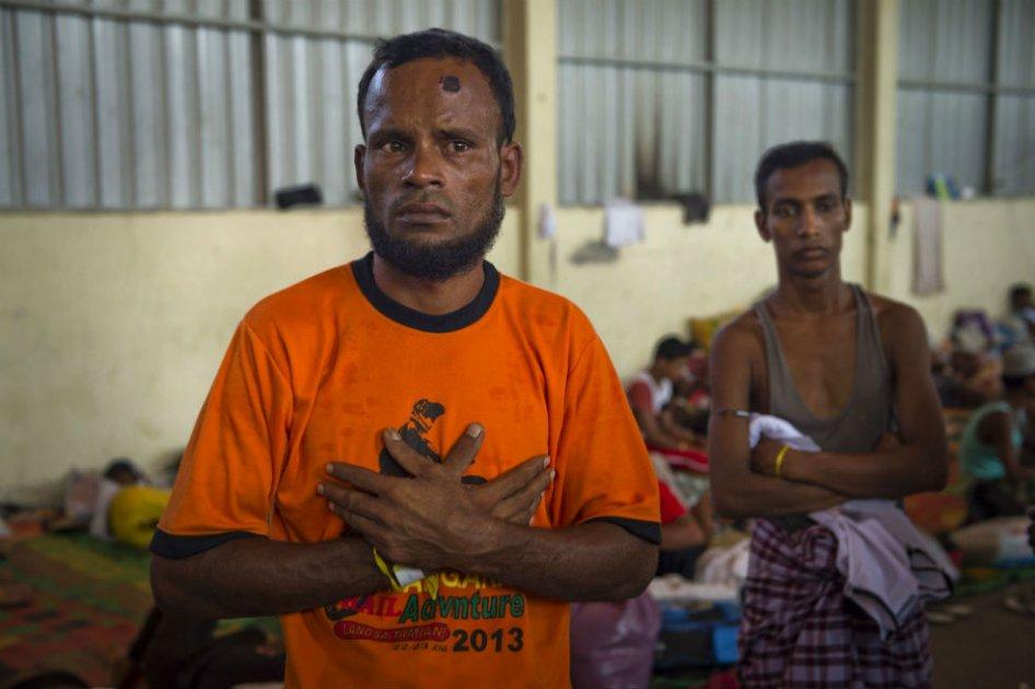 Más de 100 muertos en enfrentamiento en barco de migrantes en Indonesia