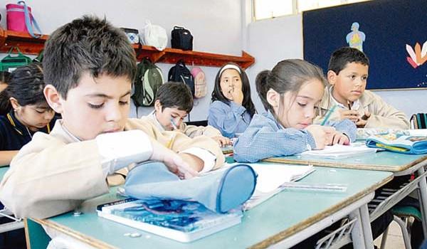 Más de 300 mil estudiantes vuelven a clases en el Valle