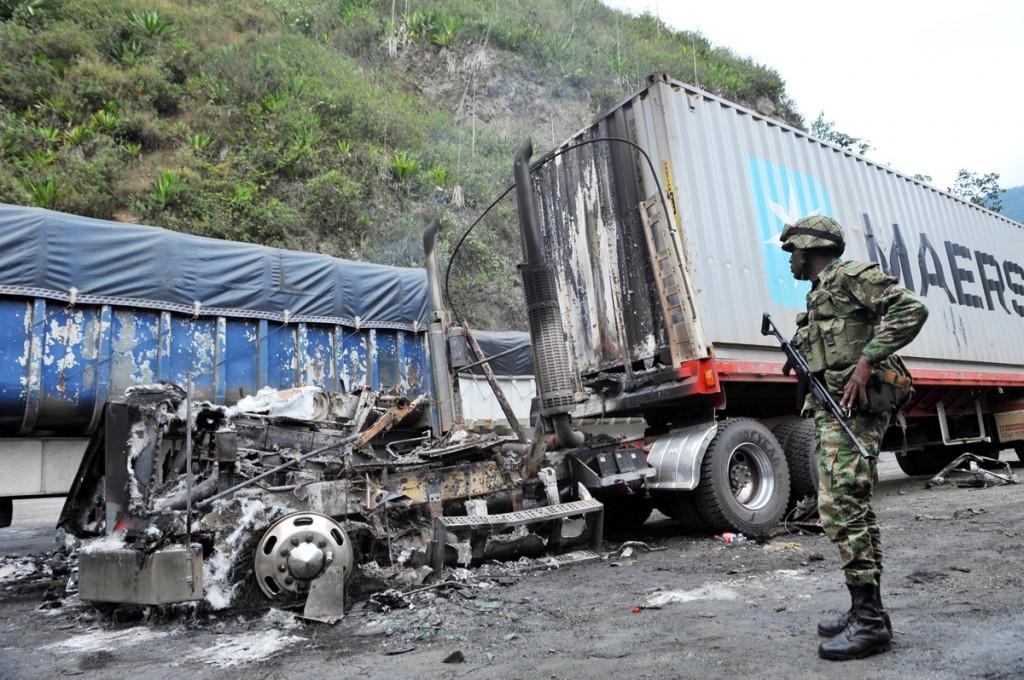 Tractocamión quemado tras incidente en la vía Buga, Buenaventura