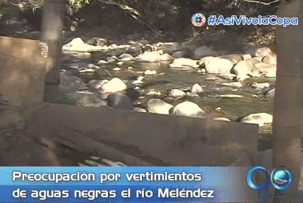 Habitantes de Altos de Santa Elena denuncian daño ambiental en el río Meléndez