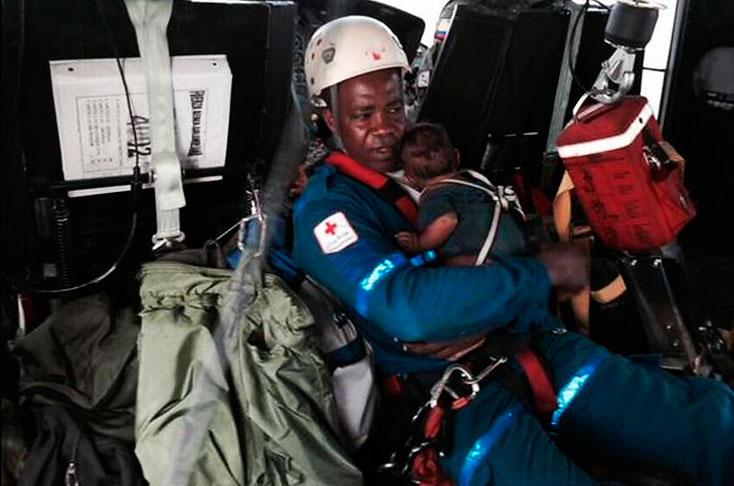 Una mujer y su bebé rescatados 5 días después de accidente aéreo
