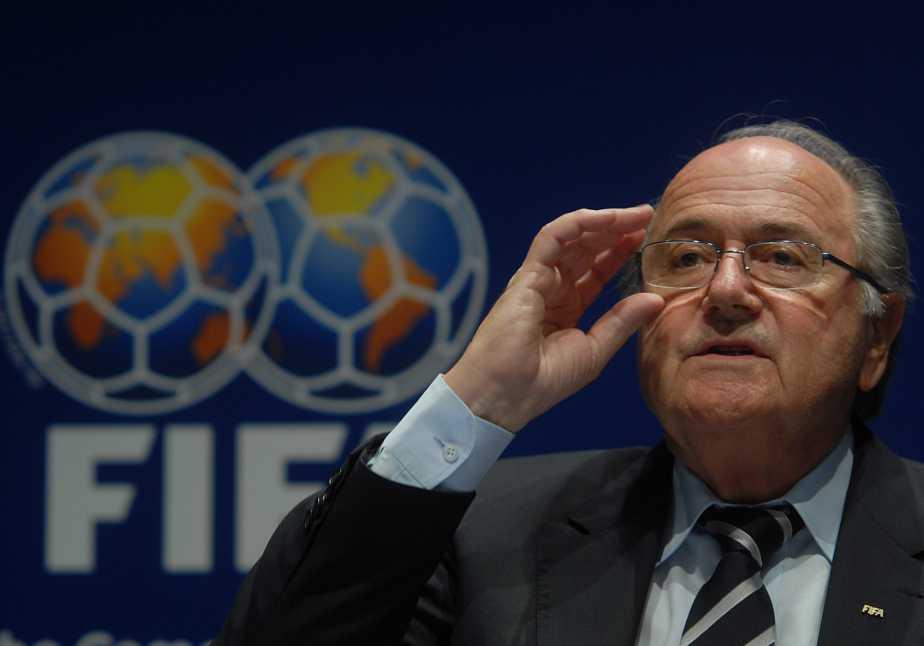 Joseph Blatter renunció a la presidencia de la Fifa para limpiar su nombre