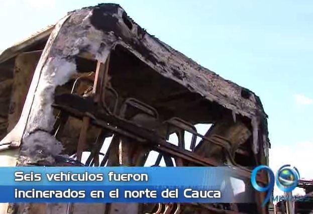 Seis buses fueron quemados en un parqueadero en Villarrica
