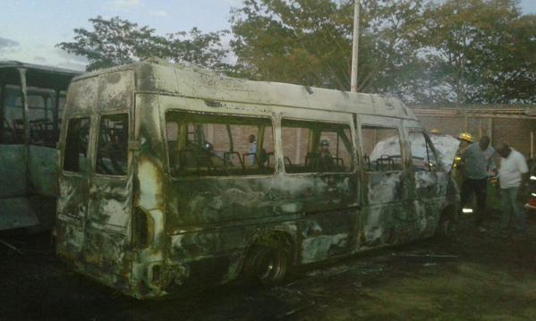 Incineran seis buses en parqueadero de Villa Rica