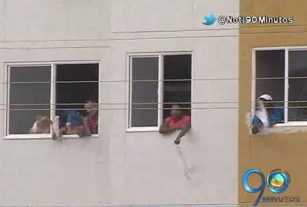 Habitantes del jarillón invadieron apartamentos de la urbanización Río Cauca