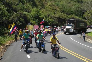 Más de 300 personas marcharon por el cierre de la vía a B/tura