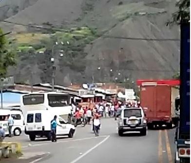 Habitantes de Loboguerrero bloquearon la vía a Buenaventura