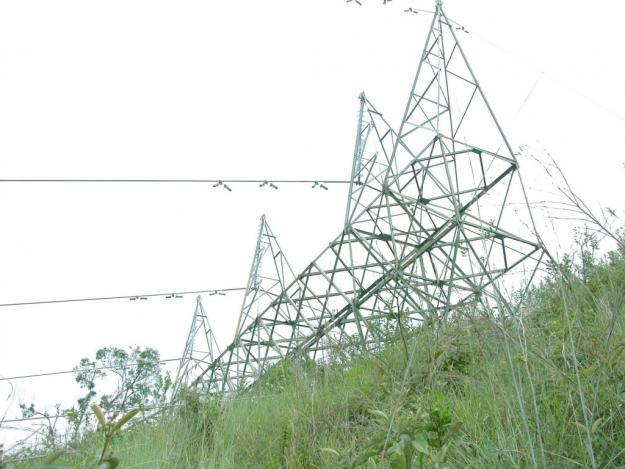 Tumaco a oscuras por atentado de Farc contra 2 torres de energía