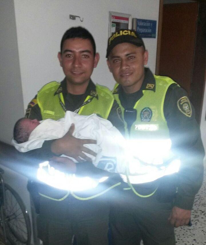 Dos policías atendieron labores de parto de una joven de 17 años.