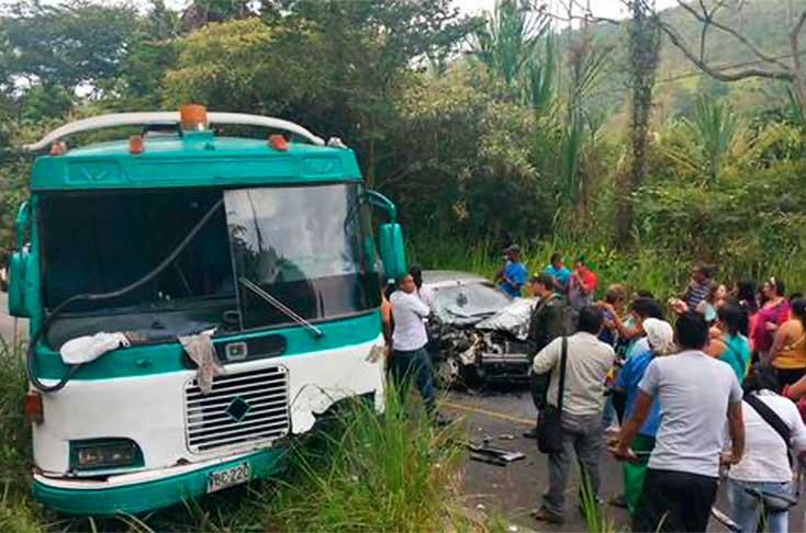 Accidente entre un bus y un automóvil dejó 6 heridos en La Vóragine