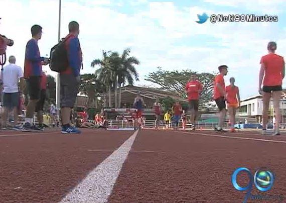 Atletas internacionales se adaptan a la ola de calor que vive Cali