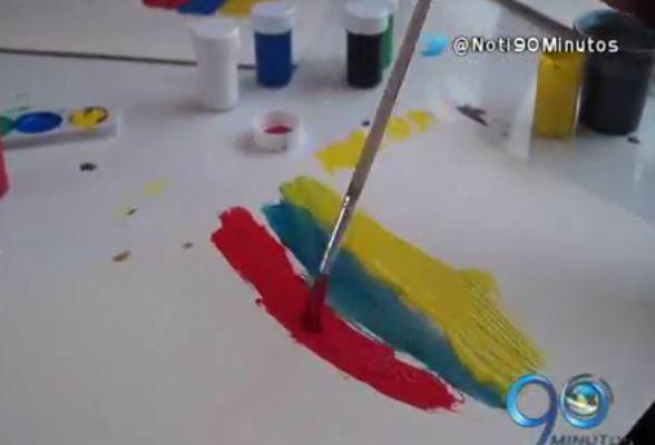 Niños de Buenaventura, víctimas del conflicto, pintan mensajes de paz