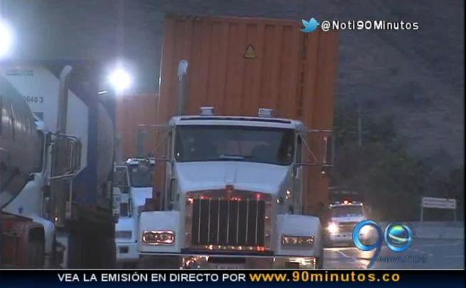 Camioneros reportan pérdidas tras segundo día del cierre